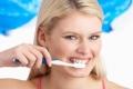 أفضل وسيلة لتنظيف الأسنان وجعلها ناصعة البياض.. تعرف عليها