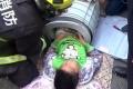 فيديو | طفل يعلق داخل غسالة ملابس