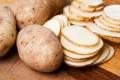 8 أطعمة تتحول إلى سموم غذائية إذا تناولتها دون طهي: ستصاب بـ«جريانوتوكسين» و«أوليوروبين»