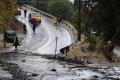 عاصفة كاليفورنيا تقتل وتقتلع المنازل من أساساتها