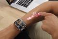 ساعة ذكية تحول ذراعك إلى شاشة لمسية
