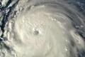 لقطات الإعصار الكبير ترعب أميركا.. وترامب يدق ناقوس الخطر