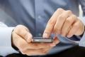 سبب غريب قد يكون وراء إدمان الوالدين للهواتف