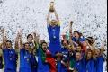 لماذا يرتدي المنتخب الإيطالي اللون الأزرق على الرغم من عدم وجوده في علم بلادهم؟
