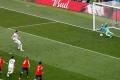 أغرب 10 ضربات جزاء في تاريخ كرة القدم (فيديو)