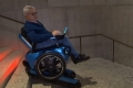 بالفيديو| كرسي كهربائي يساعد ذوي الاحتياجات الخاصة على صعود الدرج