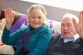 قصة زوجين عاشا معاً 71 عاماً وماتا في نفس الساعة