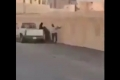 الشاب السعودي المتهم بالاعتداء على والديه في الفيديو يكشف هوية الرجل والمرأة اللذين ظهرا فيه