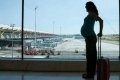 متى يسمح للحامل بالسفر على متن الطائرة؟