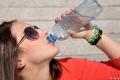 ليست لترين... فما هي كمية الماء التي يحتاجها الجسم يومياً؟