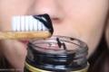 فوائد الفحم في تنظيف الأسنان.. دراسة تحسم الجدل