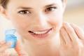 أسنانك بتنزف وقت التنظيف ..ما هي الأسباب والعلاج؟