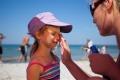 كيف تتعامل مع الحروق الشمسية للأطفال؟
