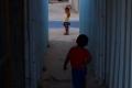 """الحشرات والقوارض والأمراض الجلدية ضيوف مشردي الحروب الإسرائيلية في """"الكرفانات"""" بقطاع غزة"""