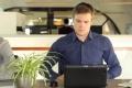 بالفيديو: اختراع يخلصك من كثيري التحدث على الهاتف