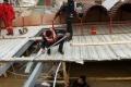 بالصور..غرق مطعم عائم على متنه 80 شخصاً في بغداد