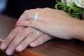 """دراسة تكشف """"السن المثالية"""" لزواج يدوم"""