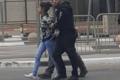 شاهد: طفلة تنجو من التصفية قبل اعتقالها