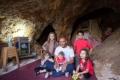 """مقدسي وأطفاله الخمسة يعيشون في """"مغارة"""" بعد هدم بيتهم"""