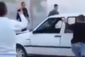 بالفيديو... طلاب يحطمون سيارة مدرسهم بطريقة مشمئزة