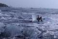 """""""ملكة الجليد"""" نسيت نفسها.. وأنقذها خفر السواحل بآخر لحظة"""