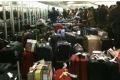 شاهد ماذا يفعل عمال المطارات بحقائبك؟