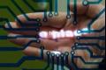 علماء يصمّمون مسلّطا مصغرا للضوء يعرف بـ'أي ام بي دي' يسمح للمستخدم بتصفح المعلومات على ...