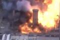 شاهد.. انهيار مصنع تاريخي بعد حريق مدمر
