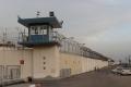 إصابة مئات الأسرى وطعن سجانين في اعنف مواجهات في سجن النقب الصحراوي