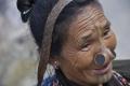 شاهد ولا تكتئب ولا تُصدم مما سيأتيك... قبيلة هندية تشوه أنوف نسائها ... لماذا اذاً؟؟؟