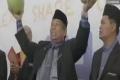 فيديو.. السحر آخر طرق الماليزيين لحل لغز الطائرة