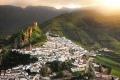"""بأسلوب القرون الوسطى.. بلدة تعزل نفسها عن العالم و""""كورونا"""""""