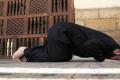 مصرية تخلع زوجها بسبب الصلاة