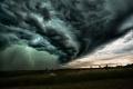 المطر الشبحي: ظاهرة طبيعية نادرة لمطر معلّق تحت الغيوم لا يسقط أبدًا!
