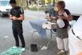 مدهش…شاهد رد فعل الامريكيين عند أداء شابين مسلمين للصلاة في الشارع