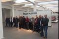 مجموعة من زبائن الشركة المتحدة لتجارة السيارات في زيارة لمصنع سيارات سكودا في جمهورية ...