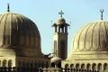 راهب مصري يصلي العصر في الصف الأول