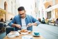 في الصين تتجشَّأ ولا تنهِ الطبق! 10 من أغرب قواعد الطعام في العالم