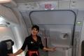 ماذا يحدث لو فُتحت أبواب الطائرة في الجو... هل تصدِّق الأفلام؟