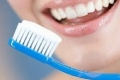 تنظيف الأسنان يساعد في الوقاية من التهاب المفاصل