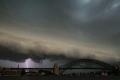 سيدني تغرق تحت العواصف والحرائق.. وتعطل في الكهرباء والملاحة