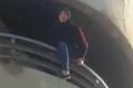 شاهد الفيديو: لبنانية تحاول الانتحار.. وشاب في الشارع يشجعها على ذلك!