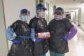 في نيويورك.. ممرضات يرتدين أكياس القمامة بدلا من معدات الحماية يثير الشفقة والغضب