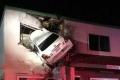 """بالصور.. حادث سيارة يحطم """"قواعد الطبيعة"""""""
