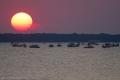 بقعة شمسية عند الغروب في سماء بحيرة سيدار كريك