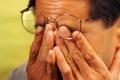 لماذا نقوم بـ فرك العينين حين نشعر بالإرهاق؟