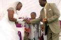 بالصور: صبي في الثامنة يتزوج سيدة عمرها 61 عاماً لإرضاء روح الأجداد الغاضبة