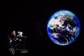 الفيزيائي الأشهر في العالم يتوقع موعداً جديداً لنهاية الأرض