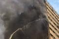 بالفيديو والصور.. مقتل العشرات في إنهيار برج كبير وسط طهران