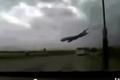 بالفيديو... لحظة سقوط الطائرة الجزائرية ومقتل 100 شخص